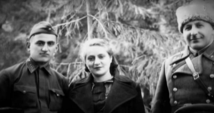 Иван и Тамара Баграмян с сыном Мовсесом во время войны. / Фото: www.1tv.ru