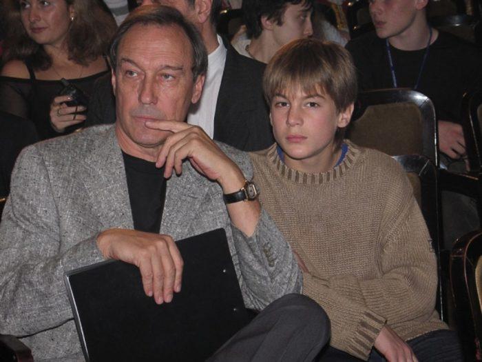 Иван Янковский с дедушкой Олегом Янковским. / Фото: www.caoinform.moscow