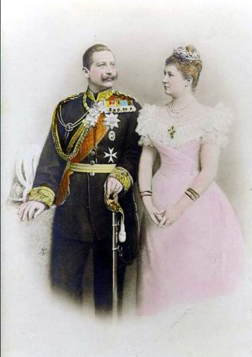 Вильгельм II и его жена Огюст Виктория. / Фото: www.qna.center