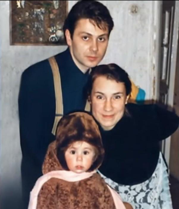 Ольга Тумайкина и Андрей Бондарь с дочерью Полиной. / Фото: www.russia.tv