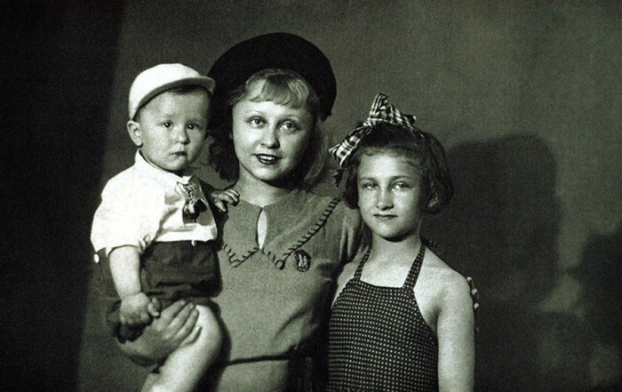 Янина Жеймо с дочерью и сыном. / Фото: www.livejournal.com