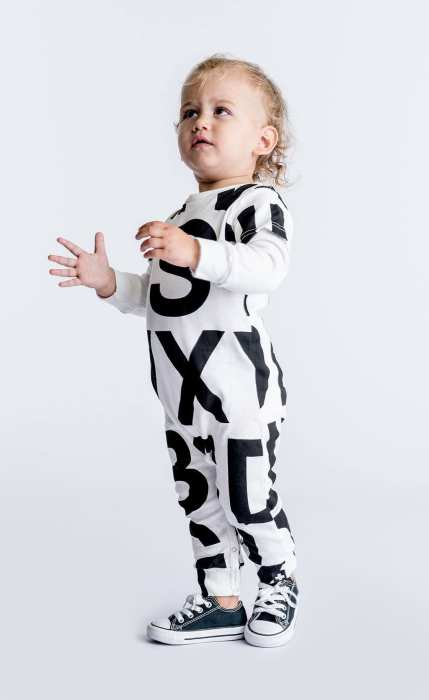 Воспитывать своего малыша неосознающим свою гендерную принадлежность, стало модным. / Фото: www.celinununu.com