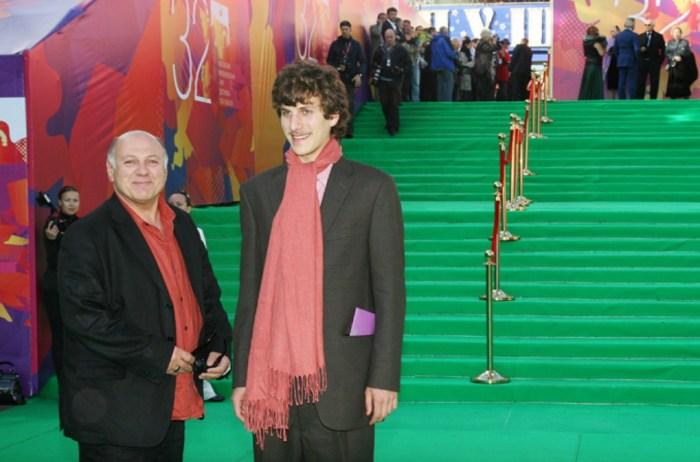 Пётр Газаров с отцом. / Фото: www.film.ru