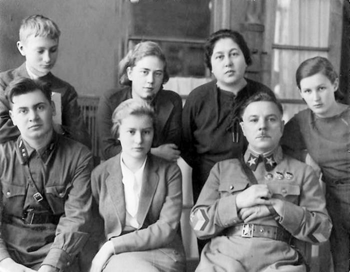 Климент Ворошилов в кругу семьи. / Фото: www.voinskayachast.net