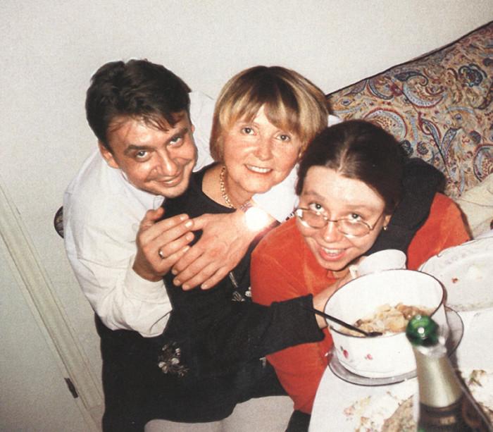Антон Табаков с мамой и сестрой. / Фото: www.fastpic.ru