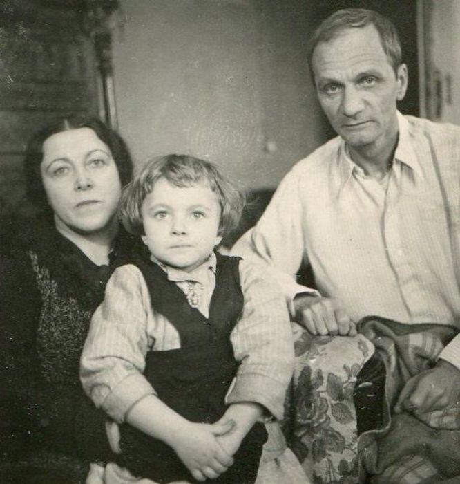 Андрей Платонов с женой Марией Александровной и дочерью Машей. / Фото: www.riavrn.ru