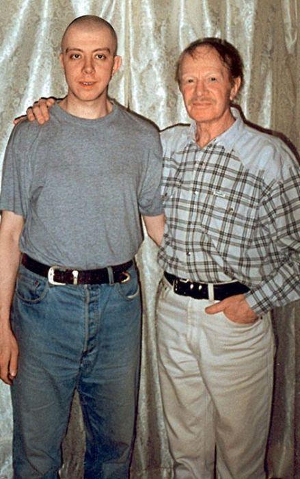 Альберт Филозов с сыном. / Фото: www.7days.ru