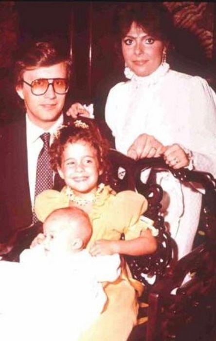 Маурицио Гуччи и Патриция Реджани с дочерьми. / Фото: www.moda.ru