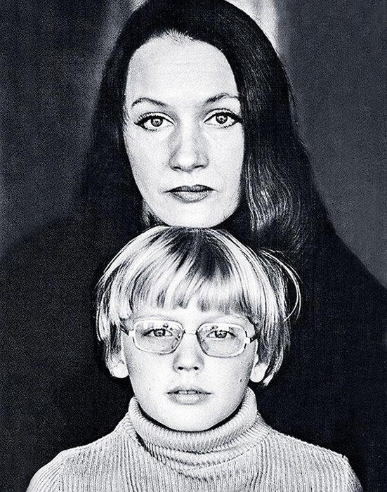 Галина Яцкина с сыном. / Фото: www.cosmopolitan.ru