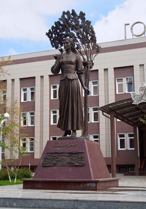 Памятник Кларе Лучко. / Фото: www.berdysh.ru