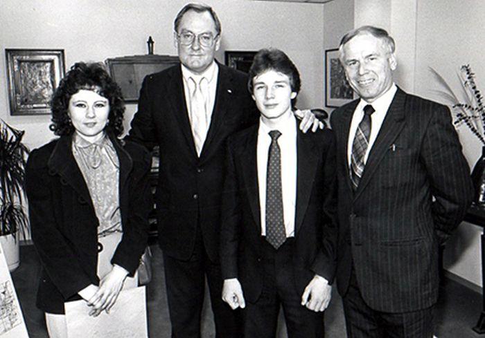 Наталья Половчак, бывший губернатор штата Иллинойс Джеймс Томпсон, Уолтер Половчак и адвокат Джулиан Кулас. / Фото: www.decades.com