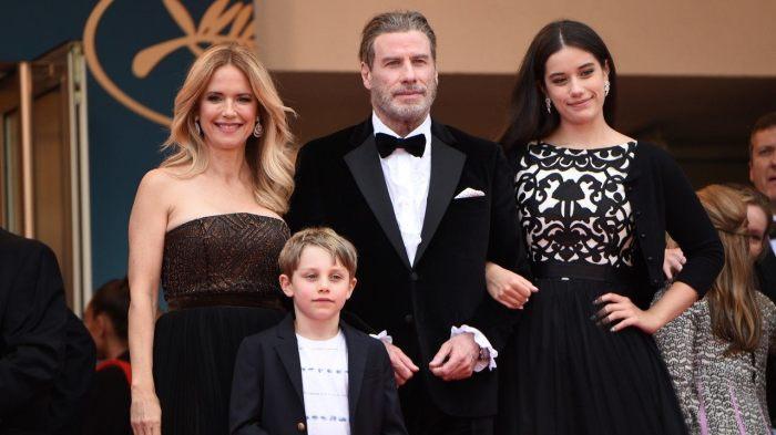 Джон Траволта и Келли Престон с детьми. / Фото: www.etonline.com