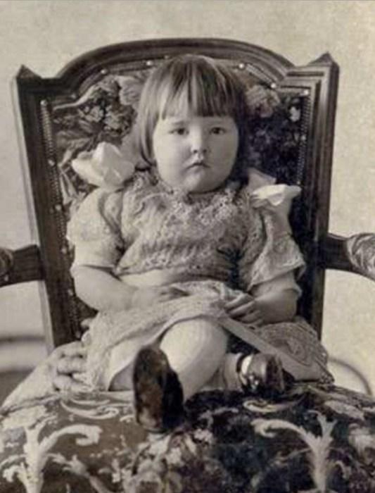 Катя Корнакова в детстве. / Фото: www.kiozk.ru