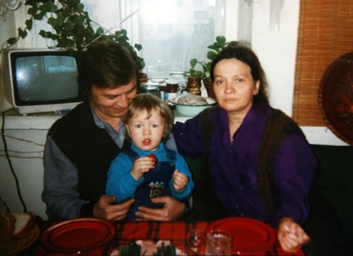 Наталья Рычагова и Алексей Инжеватов с внуком Сергеем. / Фото: www.divo.best