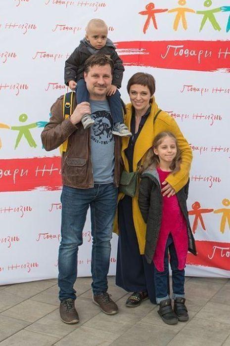 Нелли Уварова и Александр Гришин с детьми. / Фото: www.krauzer.ru