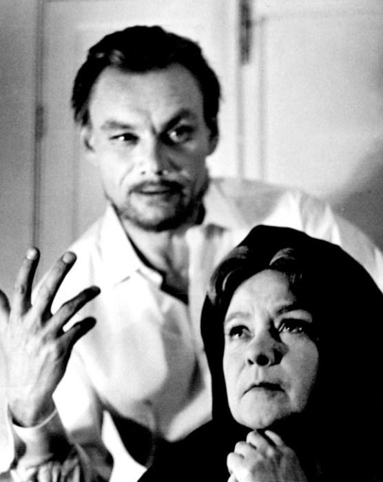 Афанасий Кочетков и Лилия Гриценко в спектакле  «Романьола». / Фото: www.teatrpushkin.ru