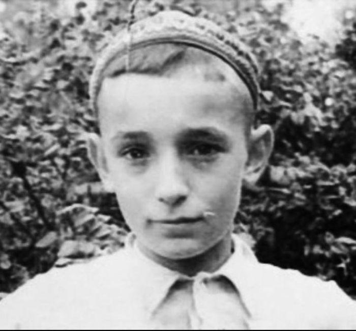 Валентин Гафт в детстве. / Фото: www.twimg.com