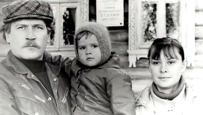Борис Невзоров и Анастасия Иванова с дочерью. / Фото: www.kino-teatr.ru