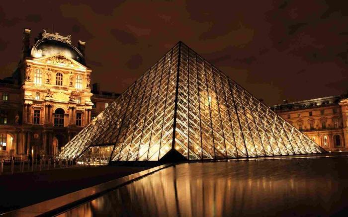 Лувр. / Фото: www.on-desktop.com