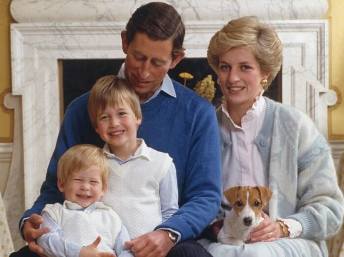Принц Чарльз и принцесса Диана с сыновьями. / Фото: www.insider.com