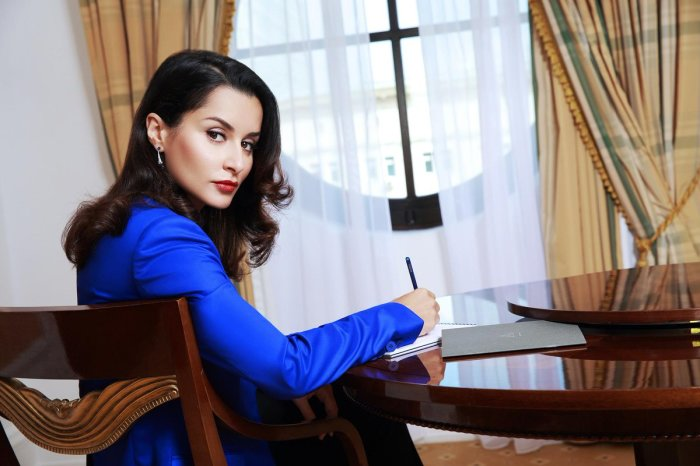 Тина Канделаки. / Фото: www.twimg.com