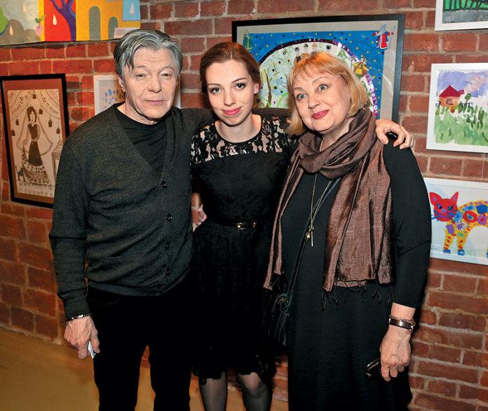 Елена Шанина и Александр Збруев с дочерью Татьяной. / Фото: www.globalsib.com