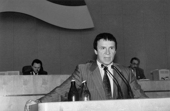 Анатолий Кашпировский. / Фото: www.twimg.com