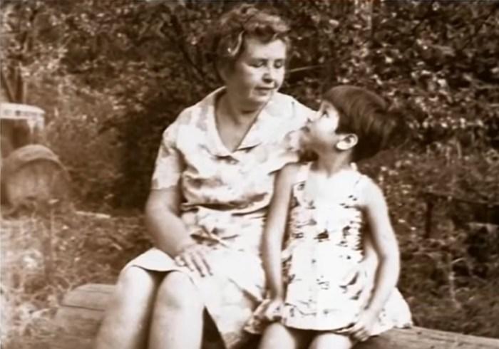 Татьяна Куралесина с бабушкой. / Фото: www.russia.tv
