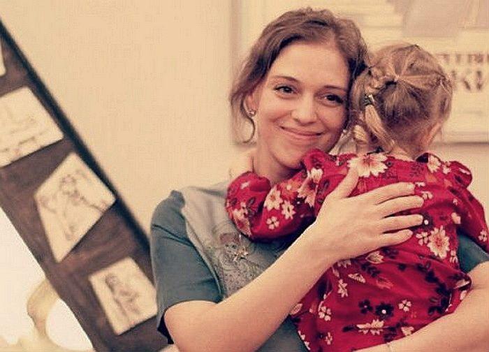Нелли Уварова с дочерью Ией. / Фото: www.hochyvseznat.ru