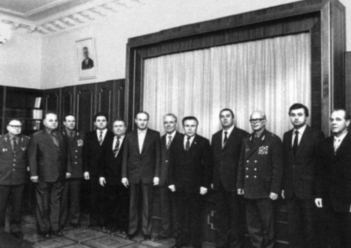 Последний снимок в кабинете министра. 19 декабря 1982 года. / Фото: www.loveread.me