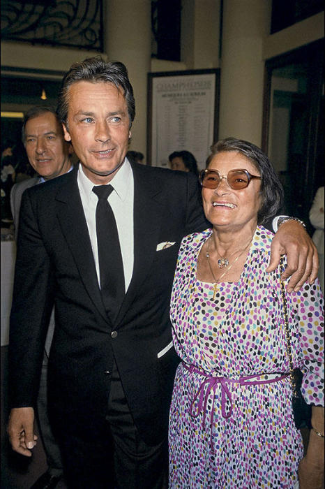 Ален Делон с мамой Эдит Булонь. / Фото: www.7days.ru