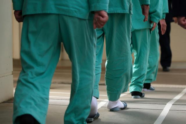 Заключенные в тюрьме. / Фото: www.blogspot.com