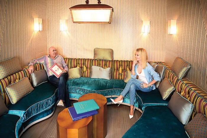 Иосиф Пригожин и Валерия дома. / Фото: www.remkasam.ru