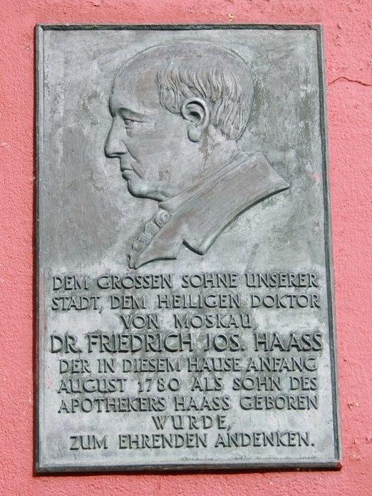 Мемориальная доска в Бад-Мюнстерайфеле. / Фото: www.wikipedia.org