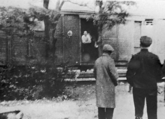 Операция «Прибой» была проведена одновременно во всех странах Балтии и затронула около 90 000 человек. / Фото: www.delfi.ee
