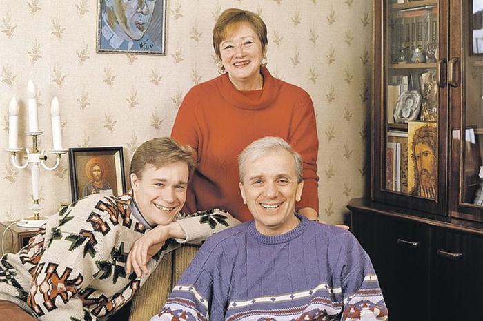 Евгений Стеблов с женой Татьяной и сыном Сергеем. / Фото: www.frontier.net.ua