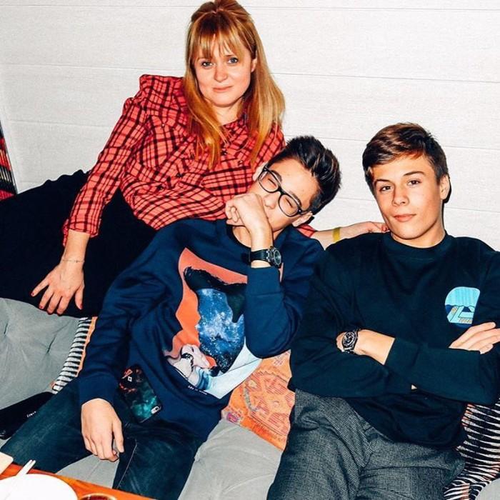 Анна Михалкова с сыновьями. / Фото: www.woman.ru