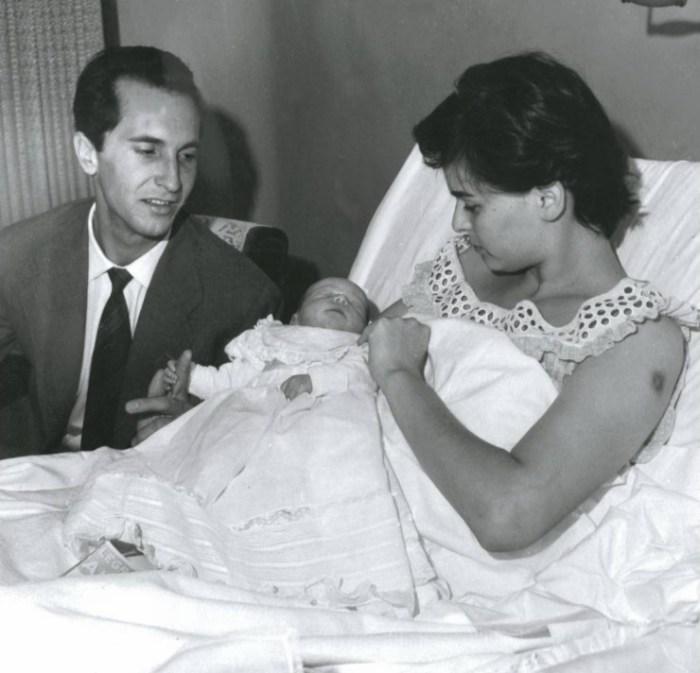 Лючия Бозе и Луис Мигель Домингин с дочерью Лючией. / Фото: www.revistalove.es