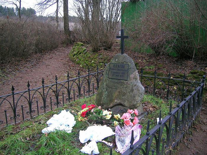 Символическая могила Анны Керн на кладбище в Прутне. / Фото: www.lfly.ru