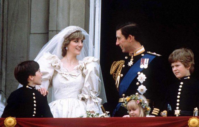 Принцесса Диана и принц Чарльз. / Фото: www.yimg.com