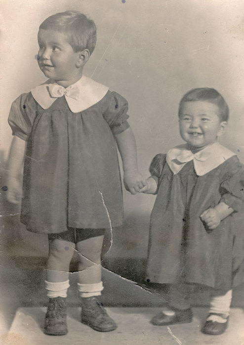 Виктория Шефтер со старшей сестрой Региной. / Фото: www.e-libra.ru