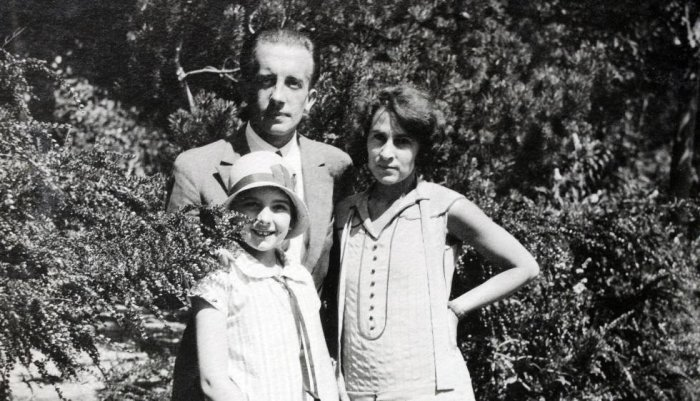 Сесиль Элюар с родителями. / Фото: www.izbrannoe.com