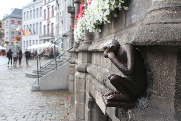 Сторожевая обезьяна, Монс, Бельгия. / Фото: www.pavlov.ru