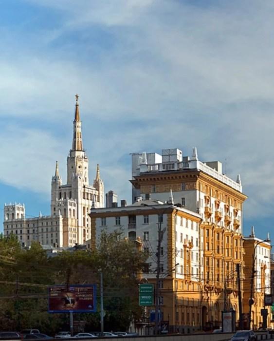 Дом Толкачёва и посольство США разделяли всего две сотни метров. / Фото: www.kpcdn.net