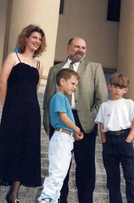 Сергей Газаров и Ирина Метлицкая с сыновьями. / Фото: www.factsinter.com