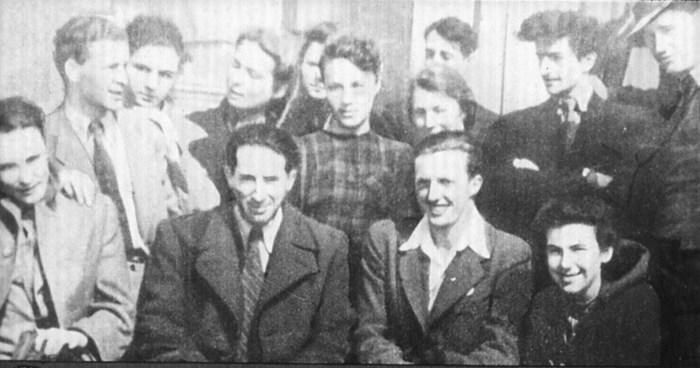 Григорий Козинцев со студентами ВГИКа. / Фото: www.diafilmy.su