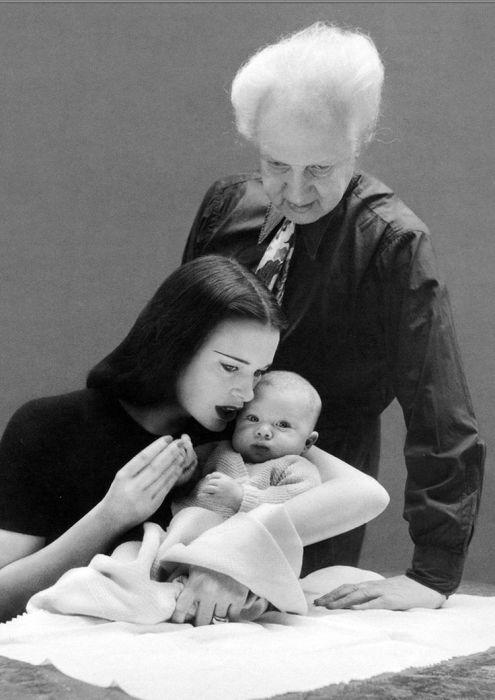 Глория Вандербилт и Леопольд Стоковский со старшим сыном Станиславом. / Фото: www.pinterest.ca
