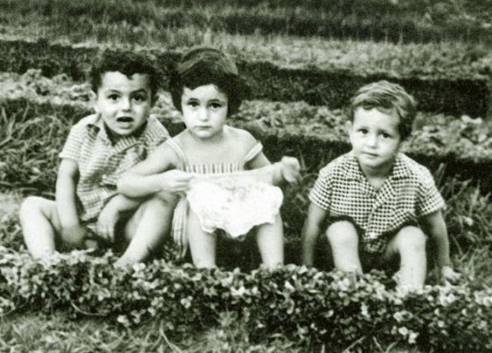 Тамара Гвердцители в детстве с братом (слева). / Фото: www.istogram.info