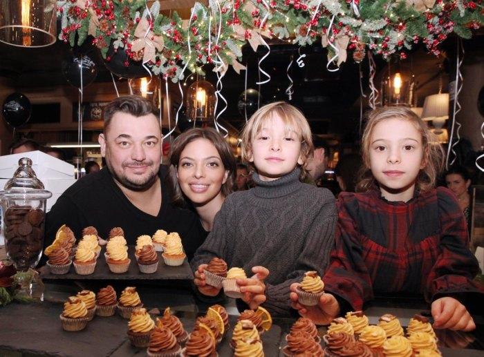 Сергей Жуков с женой и старшими детьми. / Фото: www.milayaya.ru