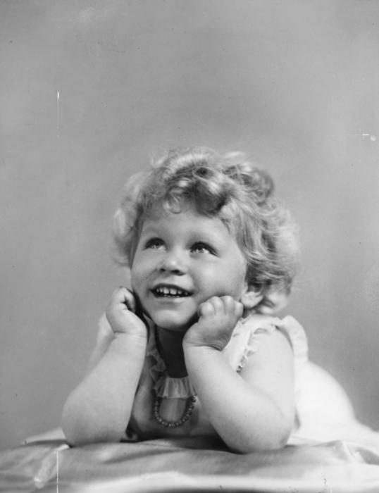 Елизавета II в детстве. / Фото: www.pinimg.com